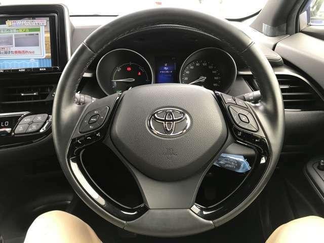 【コンビハンドル】/【ステアリングスイッチ】/【アダプティブクルーズコントロール】自車の速度を一定に保つシステムに前車との距離に応じて自動減速・加速機能を追加した最新のシステムです!