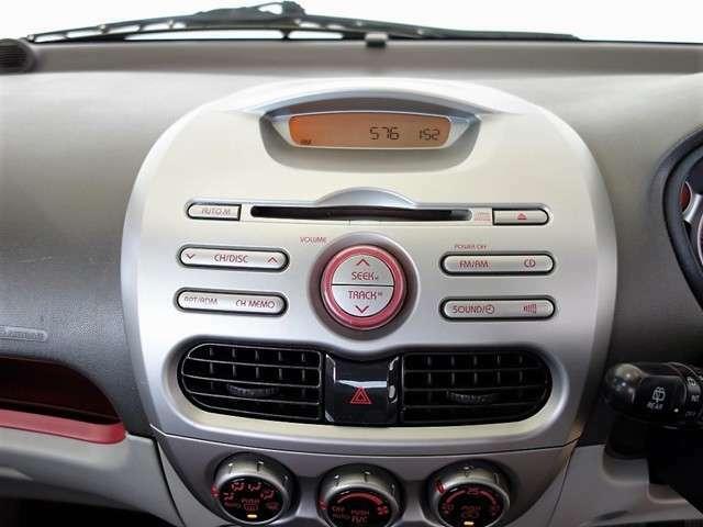 純正CDデッキが装備されています。お気に入りのミュージックは、ドライブの必須アイテムですネ!
