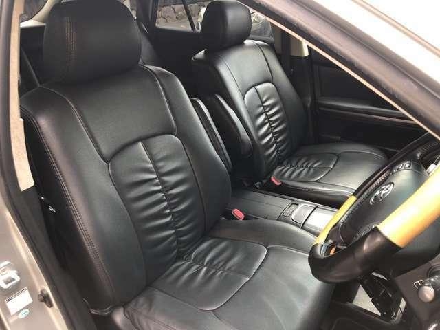 運転席は視点が高いので大型のSUVですが女性の方も運転がしやすいと思います。