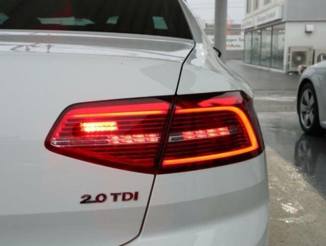 LEDテールランプ。悪天候時にリヤフォグランプを点灯すれば後続車からの視認性も良く、追突の危険性を和らげます。
