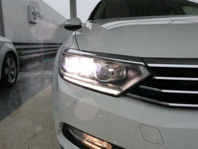 LEDヘッドライト。省電力、長寿命を両立しています。