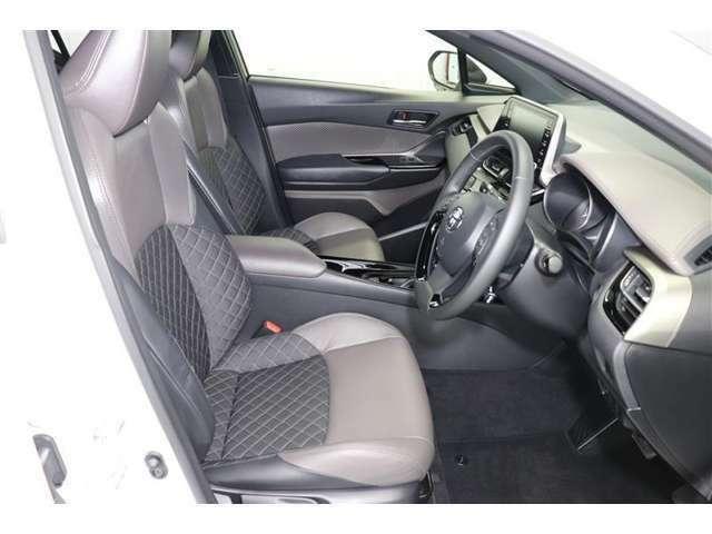 運転席の座り心地、運転時の視界、操作性はお車選びの重要ポイントの一つですよね。実際に座って触って体感して下さい♪