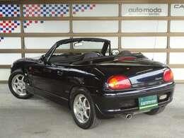 ロングノーズ&ショートデッキのオーソドックスなスポーツカースタイル。ボディカラーはリミテッド専用色のディープ・ブルーパールで、ボディとルーフ同色の仕様です。