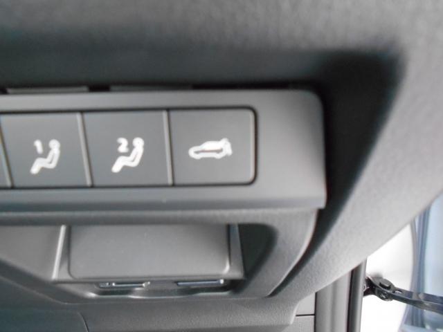 アドバンストキーのスイッチやハンドル右下のスイッチの操作で電動でリアゲートを開閉する事が可能です。