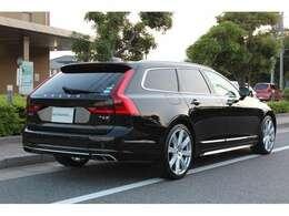ボディーサイズ:全長×全幅×全高=4935×1890×1475mmホイールベース:2940mm車重:1870kg駆動方式:4WD
