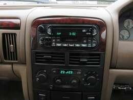 純正オーディオ装備♪エアコンの動作も確認済みで安心です♪パネル類も剥げ等なくきれいな状態です♪禁煙車ですので車内も嫌な臭い等ありません♪