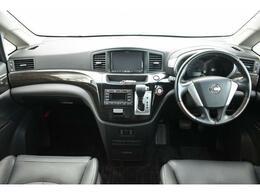 内装は高級感あるブラックです!視界も広く運転が苦手な方も安心して運転することが出来ます!