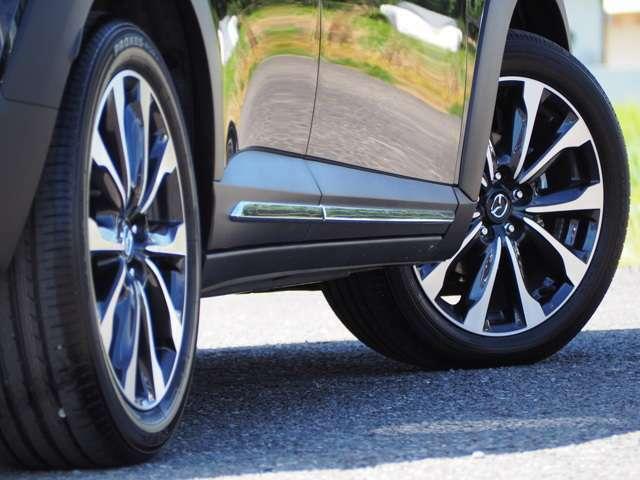 タイヤサイズは215/50R18+アルミホイール装備です。
