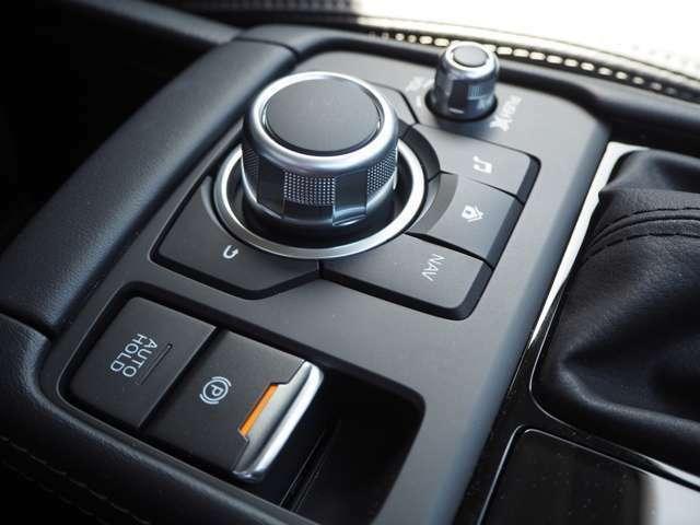 コマンダーコントロール。運転中 手元を見ることなくスムーズにナビやオーディオを操作が出来ます。