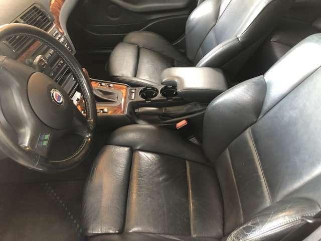 運転席シートは少しヤレがありますがリペア可能です