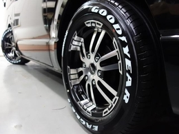 人気のグットイヤー NASCARホワイトレタータイヤを新品で装着!