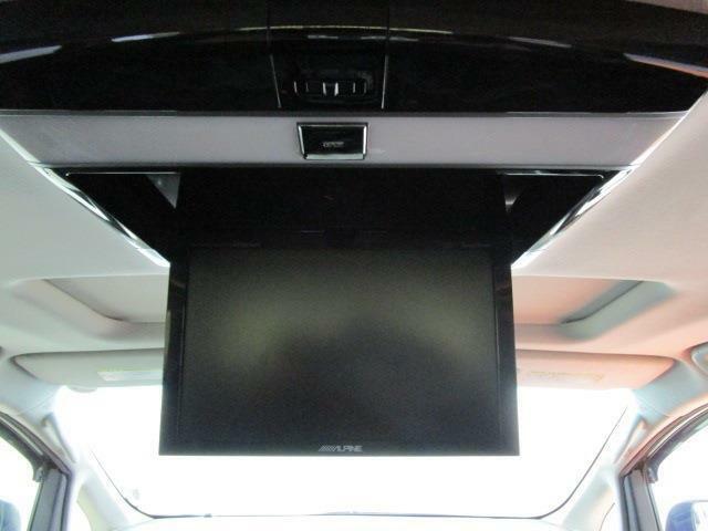 10.2型後席フリップダウンモニター付なのでセカンド&サードシートからもDVDビデオや地デジTVが大画面で楽しめます!