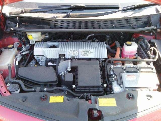 1.8Lエンジンとモーターです。低燃費で使い勝手の良さがGOOD。