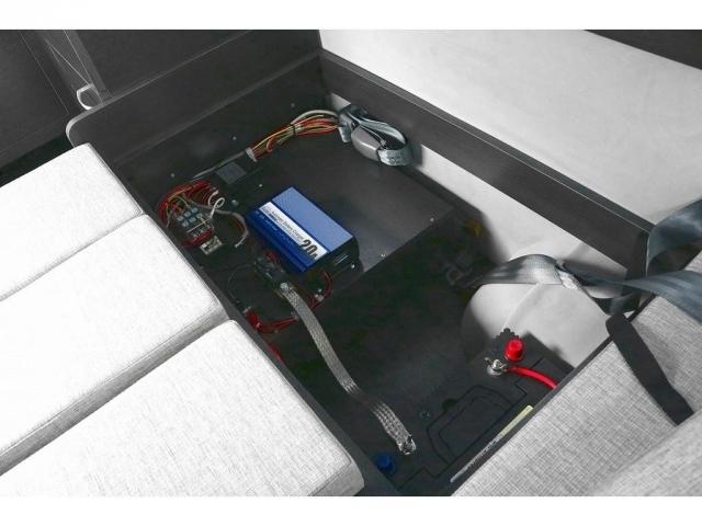 サブバッテリー&走行充電システム完備☆彡オプションの外部充電も完備!!
