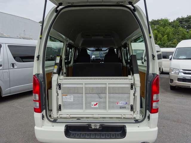 2015年8月登録/型式:CBF-TRH200K/1ナンバー(普通貨物車)/1年車検/2WD/5ドア/2000cc/ガソリン車/3[6]人乗り/トヨタ車体パワーリフト付(最大昇降能力300kg)
