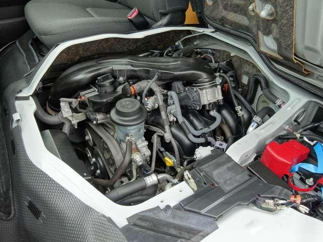 2000ccガソリンエンジン(1TR-FE型タイミングチェーン式)が搭載されています。