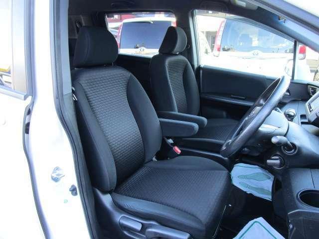 使用頻度の高い運転席シートでも使用感は少なくてキレイな状態です!