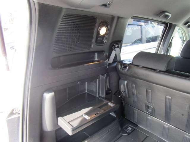 ジャストセレクションは側面収納やスポットライトなど充実装備です!