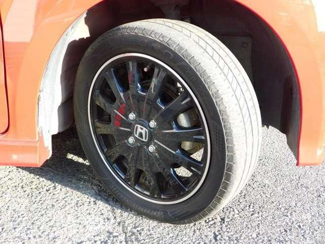 ホンダ純正オプション15インチブラックアルミホイールです!タイヤ溝はしっかりと残っております!