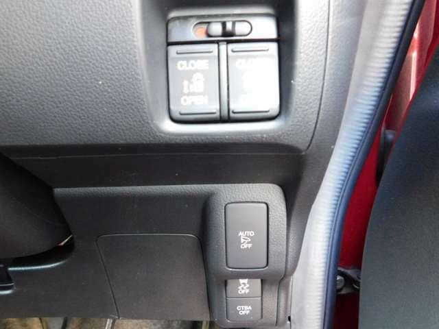 リア席は両側電動スライドドアです!運転席からのボタン操作やリモコンキーでの操作が可能です!