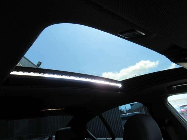サンルーフは車内を明るく開放的にしてくれます♪