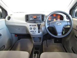 コンパクトな運転席まわりは誰にでも使いやすいですよ♪軽いハンドルで運転もとてもし易いですよ!思わず遠出したくなりそうですね♪