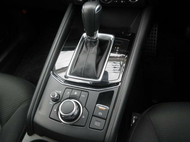 ロックアップ領域を拡大し、よりスムーズでダイレクトなドライビングフィールを実現したスカイアクティブドライブを搭載しています。