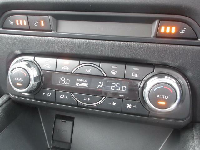 余計な操作の手間が無いフルオートエアコン。視線の移動や手を動かす必要がないということは、安全装備のひとつとも言えるでしょう。フロントシートにはシートヒーター完備です。