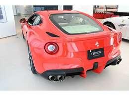 ボディカラーはRossoScuderiaでフェラーリを代表するカラーです。