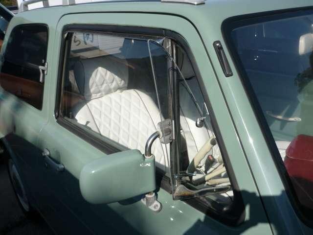 懐かしい三角窓を開けて心地よい風を取り込めます!!もちろんエアコンも付いてます!!