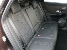 後席のスペースにもゆとりがあり、長時間のドライブも快適です。【CITROEN一宮:0586237700】