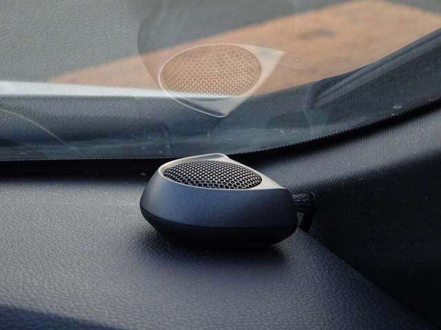 ハイグレードスピーカーシステムで音響良し!高音質で立体的な音響は、聞いていても心地良い☆重低音の音質の良さには、感動!よりドライブが楽しめる事間違いなし♪お好きな音楽を聴いてのドライブをしてみては!?