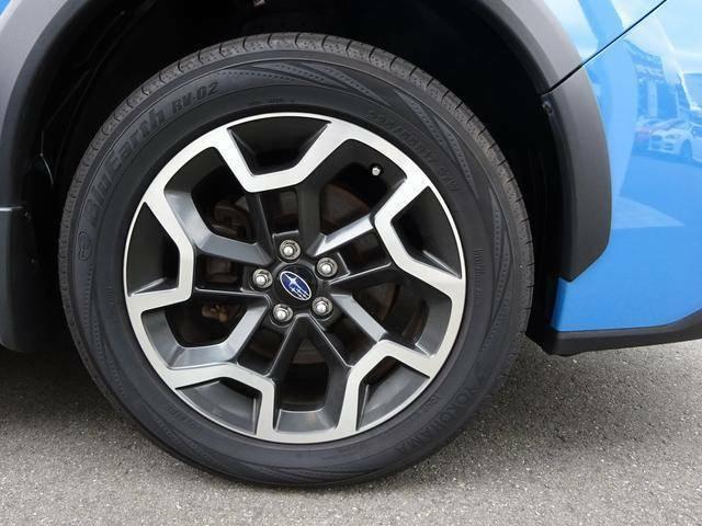 ◆XV専用純正17インチアルミホイール◆シルバーとブラックのコントラストによる個性的でアクティブなデザインです!タイヤサイズは225/55R17となります!
