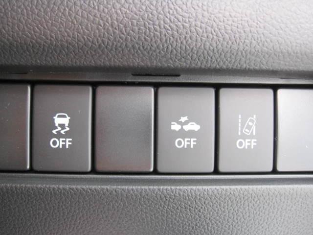 スポーティーなメーターと、運転操作を視覚化して表示するマルチインフォメーションカラーディスプレイです
