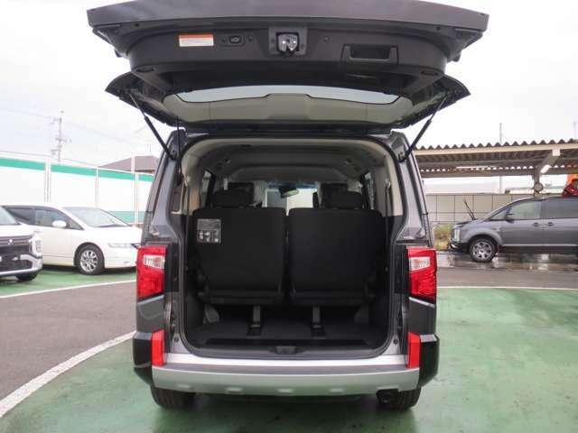 後部座席はスライドでき、リクライニングも可能のため、乗る人によって背もたれの角度を変えることができます。