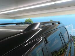 【ルーフレール】SUVの印象をより魅力的にする装備!純正でついてるのは結構うれしいポイントですよね!