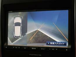 ●サラウンドビューカメラ:車両の4つのカメラから得た映像を合成して、あたかも上空から眺めているような映像をモニターに表示し、車両周辺にある障害物や歩行者などの発見をサポートする機能です。