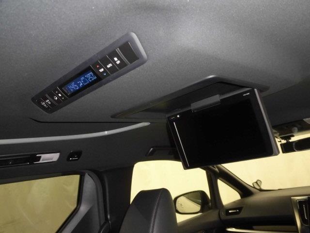後部座席とバックドアのガラスはプライバシーガラスを採用してます