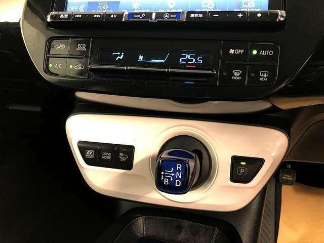 オートエアコンで便利な自動空調機能!風量を自動で調整してくれます。