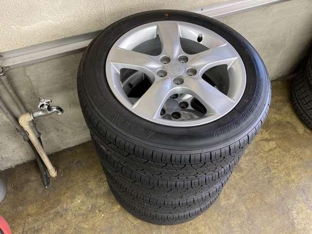 夏用タイヤと純正ホイールセットの画像です