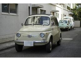 パッと見綺麗ですが、フルレストアした感じではありません。56年くらい前の車ですから程度は良いほうじゃないですかね?