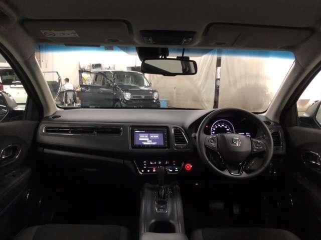 大きなガラスエリアで視界は広々。運転にゆとりが生まれます。