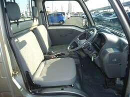 運転席シート座面は張替ましたので、模様が違います。