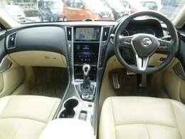 明るい室内です。視界も広く運転しやすく機能充実のお車です。