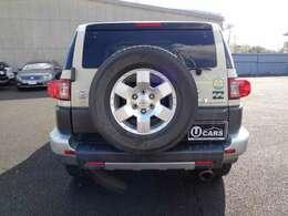 背面タイヤと同様のタイヤ付きアルミホイール4本あります。