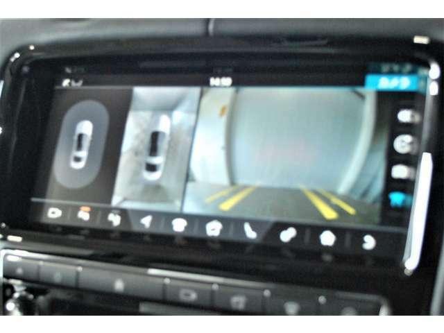 バックカメラおよびガイドライン表示が装着されていますので、車庫入れが苦手な人でもアシストしてくれます。