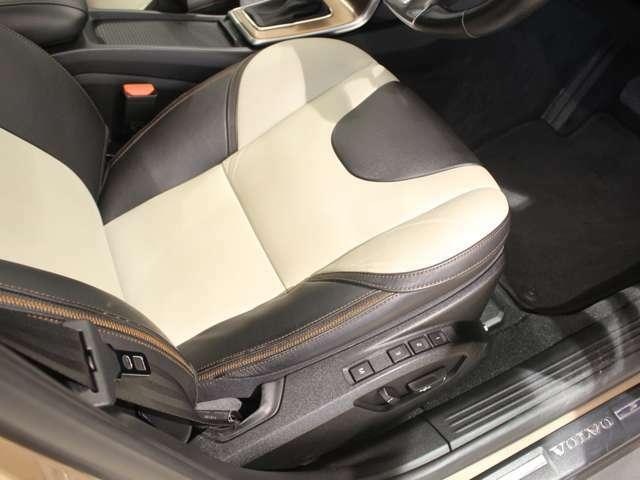 ヘッドレストにまで安全性を追求した人間工学設計のシート。同乗者にも安心感を与える空間です!