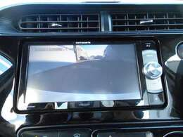 【バックモニター】 バックモニター連動で 車庫入れも安心です。