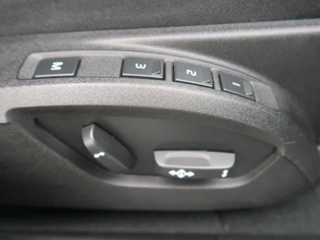 ●3メモリー機能付フルパワーシート『あなたに合わせたシートポジションで3つまでの登録が可能!フルパワーシートだから座席調整も楽々♪お好みのシートポジションで、ストレスないドライブをお楽しみください。』
