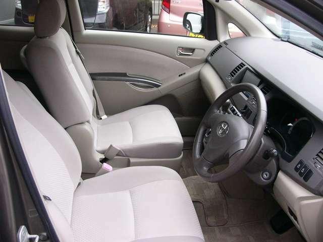 車内は専用機械で隅々までクリーニング致します。
